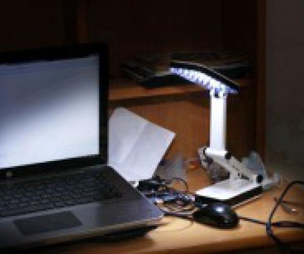 Đèn Led Pin Sạc Để Bàn 24 Bóng Kiểu Dáng Apple